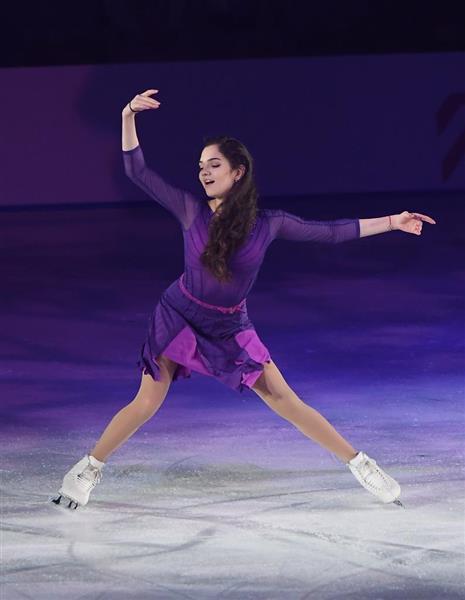 紫が綺麗な衣装のメドベージェワ