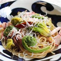 【料理と酒】春の皿には苦味を盛れ フキノトウとコゴミのパスタ