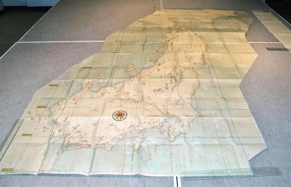 広島県立歴史博物館が公開した、伊能忠敬の「沿海地図」の写本=4日午前、広島県福山市