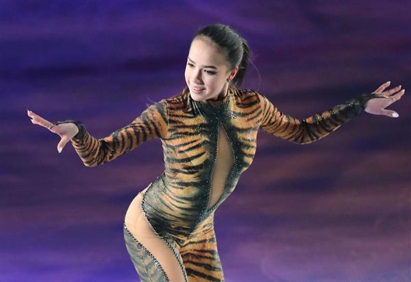 トラ柄衣装のザギトワ選手