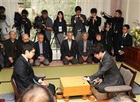 【囲碁】十段戦第3局 小林覚九段、万波奈穂三段が参加者につきっきりの指導対局