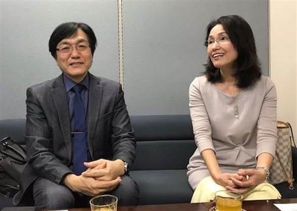 「魂の編集長」こと水谷謹人氏(左)と妻の松田くるみ社長=福岡市内(佐々木類撮影)