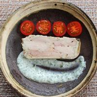 【料理と酒】鶏肉のテリーヌ パセリのヨーグルトソースで