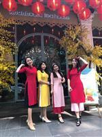 【ビジネスの裏側】ベトナムで「アオザイ改革」 若い女性に流行 丈短くカラフル、礼服から…