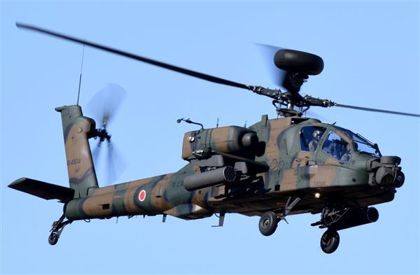陸上自衛隊のAH64対戦車ヘリコプター=1月12日午後、千葉県の習志野演習場(酒巻俊介撮影)