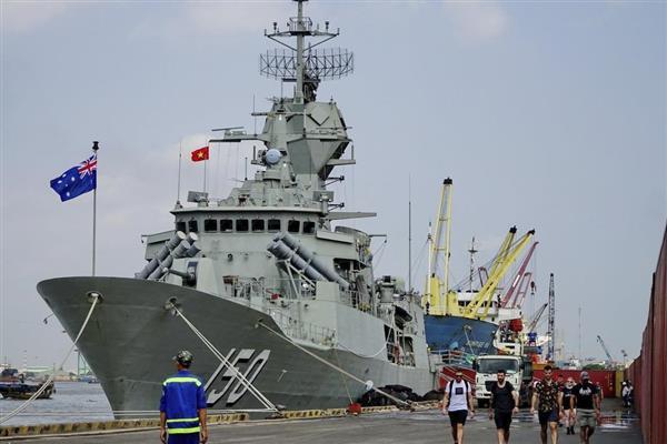 中国の艦船から挑発を受けたとされる3隻の一つ、豪海軍フリゲート艦アンザック=19日、ホーチミン(AP)