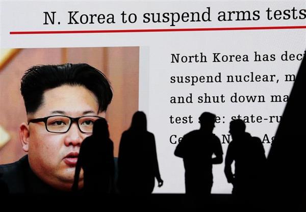 北朝鮮の核実験場廃棄のニュースを映し出す大型ビジョン=21日午後、東京・秋葉原駅前(吉澤良太撮影)