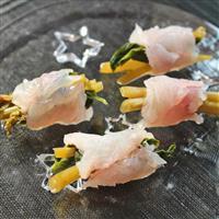 【料理と酒】ワサビの花の醤油漬け クロムツ包み