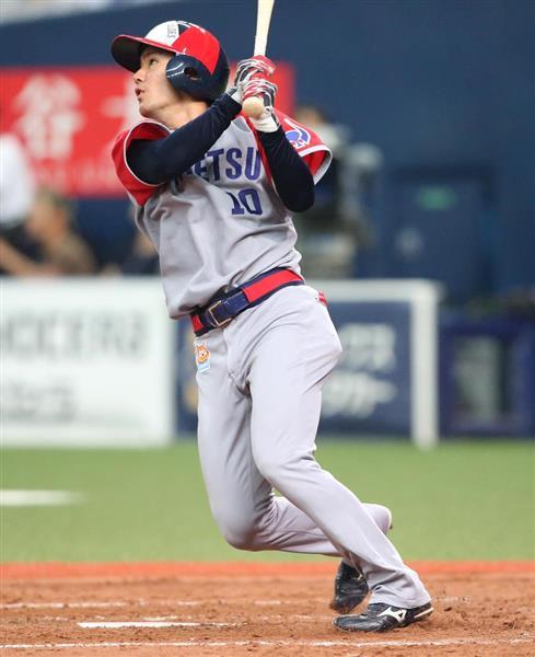 5回、オリックス・大城滉二は勝ち越し本塁打を放つ=京セラドーム大阪(撮影・岡田茂)