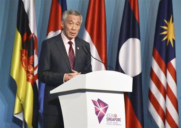 ASEAN首脳会議を終え、記者会見する議長国シンガポールのリー・シェンロン首相=28日、シンガポール(共同)