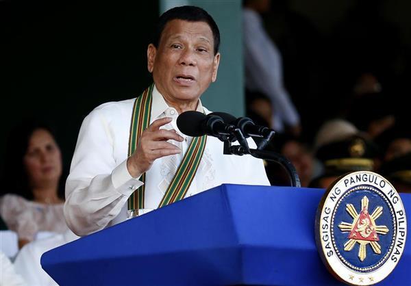 フィリピン・マニラで演説するドゥテルテ大統領=3月20日(AP)