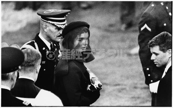 エリオット・アーウィット「ジャクリーン・ケネディ、アメリカ」1963年 何必館・京都現代美術館蔵