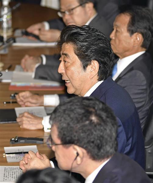 日中韓首脳会談で、あいさつする安倍首相=9日午前10時2分、東京・元赤坂の迎賓館