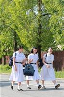 【動画】一足早く衣替え、涼やかに白いワンピース 神戸の松蔭中・高「暑い日続く」予報で1…
