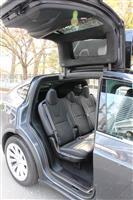 【ビジネスの裏側】電気自動車で自動運転体験 テスラの「モデルX」、スムーズ車線変更に驚…