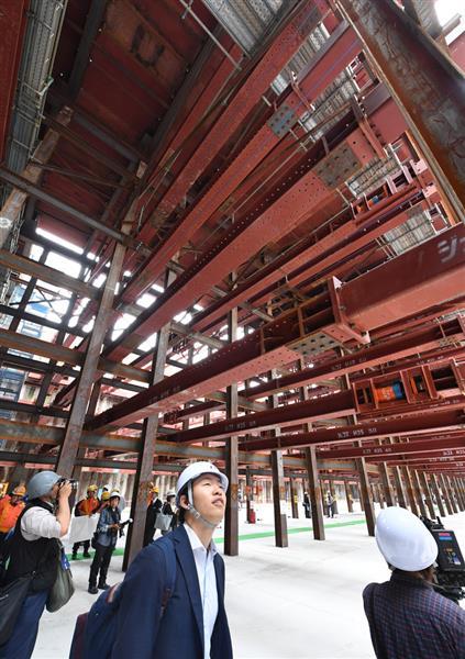 JR西日本が公開した「北梅田駅」(仮称)の工事現場=17日午前、大阪市北区(安元雄太撮影)