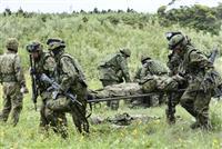 水陸機動団、「負傷者」を搬送 陸自が鹿児島・種子島で訓練