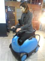 【関西の議論】車いすの常識が変わる!?「座る」から「またがる」へ ロボットメーカーが考…