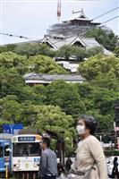 熊本城、最上部現す 復旧中の大天守、足場撤去