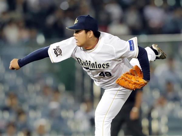 五回からマウンドに上がり、勝利投手となったオリックスの沢田圭佑=25日、ほっともっとフィールド神戸(中島信生撮影)