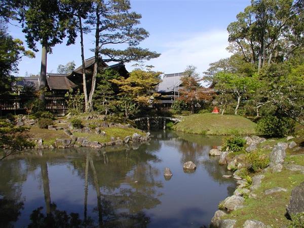 野洲市の兵主大社の庭園(滋賀県提供)