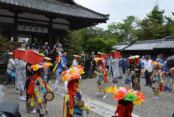 草津のサンヤレ踊り(滋賀県提供)