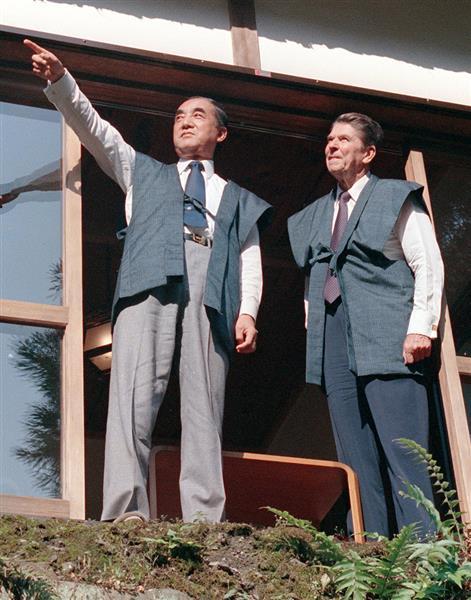 東京・日の出山荘にレーガン米大統領(右)を招待(昭和58年)