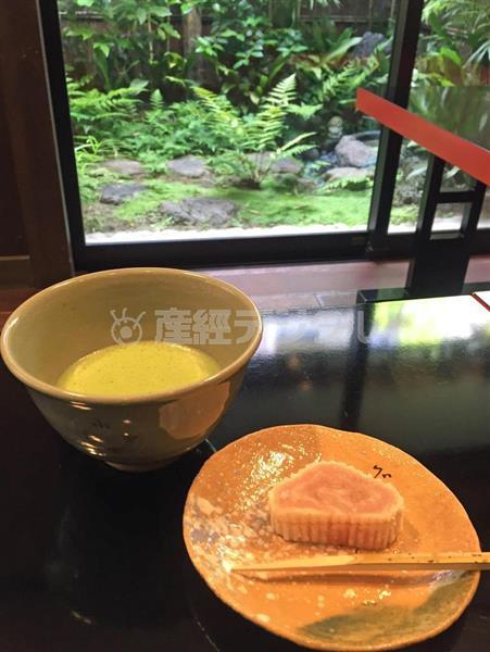 上林(かんばやし)記念館に隣接する直営店の呈茶席では、季節の抹茶と菓子が楽しめる=京都府宇治市