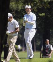 安倍晋三首相、友人らとゴルフ 日米首脳会談など外交日程控え