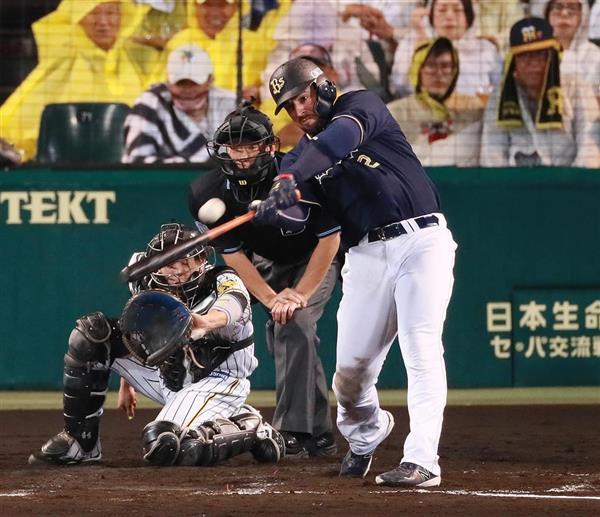 5回、本塁打を放つオリックスのクリス・マレーロ=5日、甲子園球場(撮影・松永渉平)