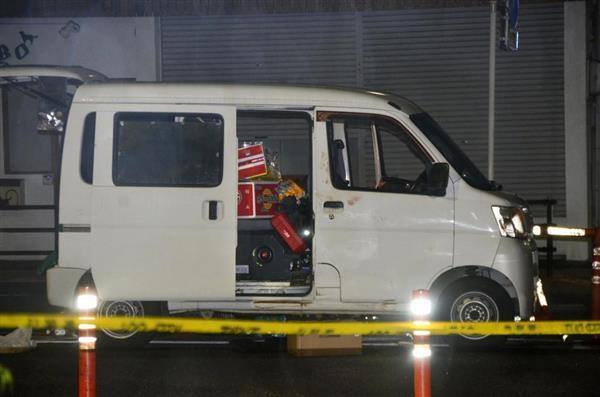 警察官らに切りつけた男が運転していたとみられる車=5月2日午後11時48分、東京都荒川区