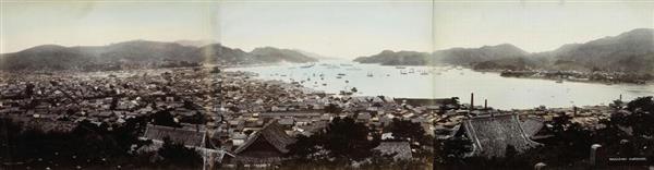 長崎大付属図書館が所蔵する、明治中期ごろ撮影された長崎港のパノラマ写真(長崎歴史文化博物館提供)
