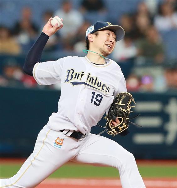 7回、投球するオリックス・金子千尋=14日、京セラドーム大阪(松永渉平撮影)