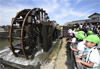 今年も回る朝倉三連水車 九州豪雨被災の田を支え