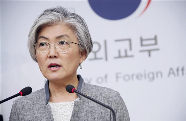 18日、ソウルの韓国外務省で記者会見する康京和外相(聯合=共同)