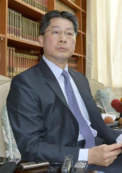 台湾外交部で記者会見する李憲章報道官=19日、台北市(共同)