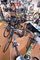 【ビジネスの裏側】スポーツサイクルも電動化 急勾配ラクラク、本格的な走行性能