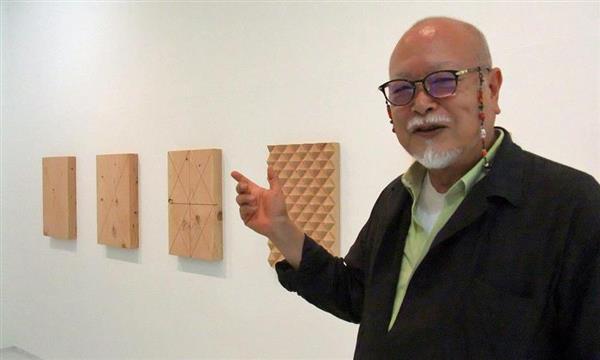 新作「表面から表面へ」について語る小清水漸=神戸市中央区