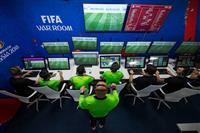 サッカーW杯で賛否両論 「VAR」によるビデオ判定導入の舞台裏