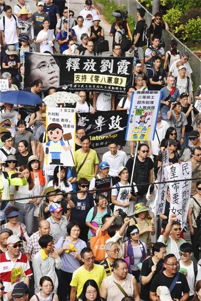 香港返還から21年でデモ 「共産党独裁の終結」叫ぶ - 産経ニュース