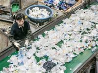 中国の廃プラスティック輸入規制は、世界の環境汚染に歯止めをかけるか