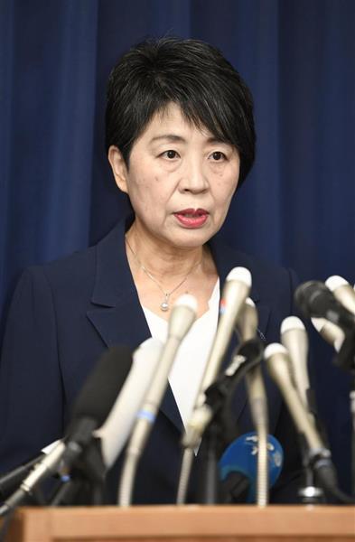 松本智津夫死刑囚らの刑執行を受け、記者会見する上川法相=6日午後、法務省