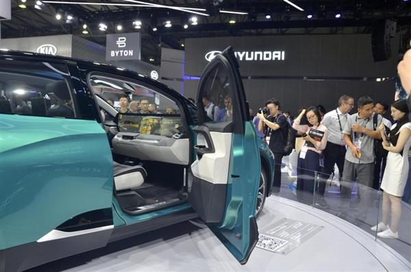 中国の新興電気自動車ブランド、拝騰(バイトン)の乗用車(共同)