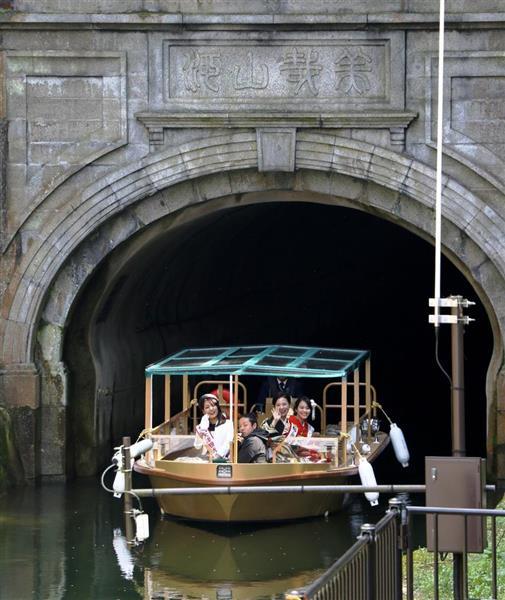 琵琶湖疏水の観光船。大津-京都・蹴上間を往復している=京都市山科区