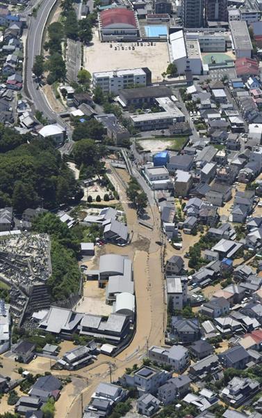 【西日本豪雨】広島・府中町で榎川が氾濫、流木が原因か、川 ...