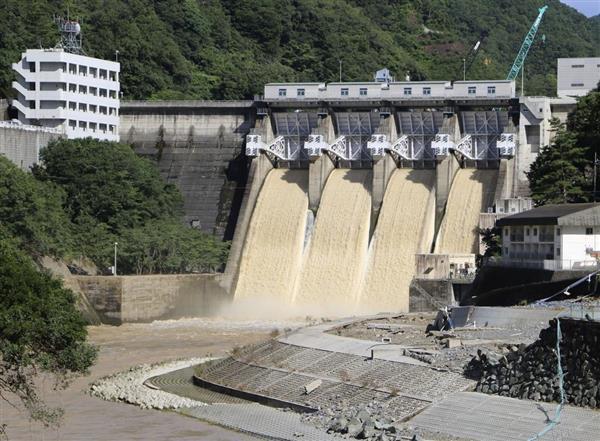 【ダムの操作は適切だったのか】各地のダムで放流、基準の6倍も…2階に逃げたが首まで水、男性「死ぬ一歩手前」恐怖語る 愛媛★8 ->画像>24枚