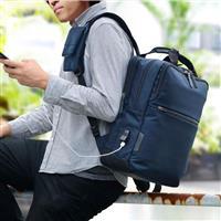 デジタル機器を使いやすく 現代のビジネススタイルにフィットしたビジネスバッグ