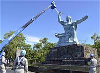 長崎原爆の日を控え平和祈念像を清掃