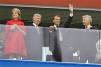 【ロシアW杯】マクロン仏大統領が準決勝観戦 ベルギー国王と握手も