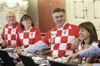 【ロシアW杯】クロアチア、代表ユニホームで閣議 決勝進出で